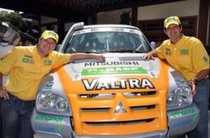Giovanni Godoi e Klever Kolberg com o Mitsubishi Pajero Sport Flex