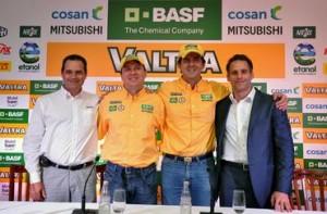 Jak Torretta Jr (Diretor de Marketing da Valtra do Brasil), Giovanni Godoi, Klever Kolberg e Maurício Russomanno (Diretor de Marketing de Proteção de Cultivo da BASF no Brasil) participam da coletiva de lançamento do Valtra Dakar Eco Team, nesta terça-feira (15), em São Paulo