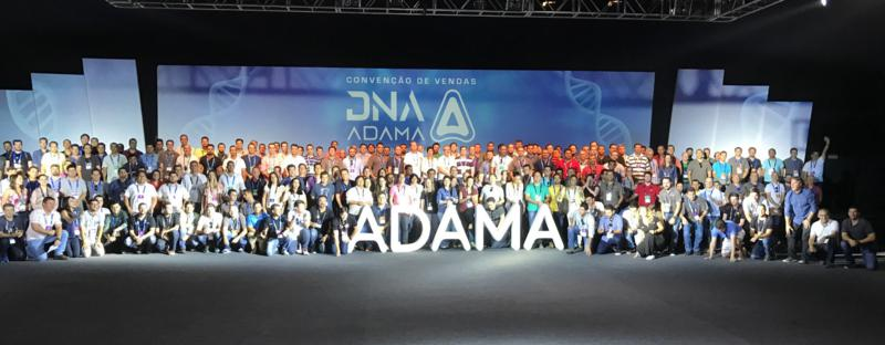 Palestra Motivacional do Piloto e Engenheiro Klever Kolberg na Convenção de Vendas da Adama Brasil