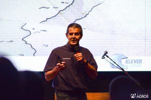 Klever Kolberg, Piloto que representa o Brasil no Rally Dakar durante a Palestra Motivacional - Foto Regis Leandro