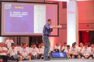 Treinamento Motivacional  com palestra de Klever Kolberg para capacitar os participantes do Tema Building - Rally de Regularidade
