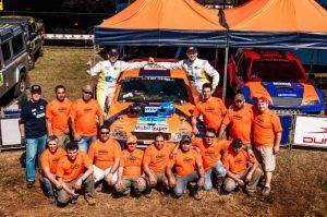 Klever Kolberg com equipe de apoio para o Rally