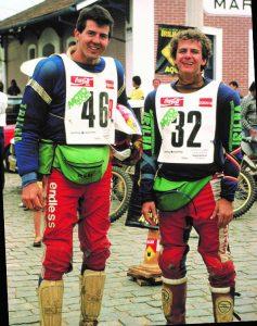 Na palestra motivacional Klever mostrou fotos antigas, como esta, ao lado de André Azevedo, em 1987, antes da participação no Rally Dakar